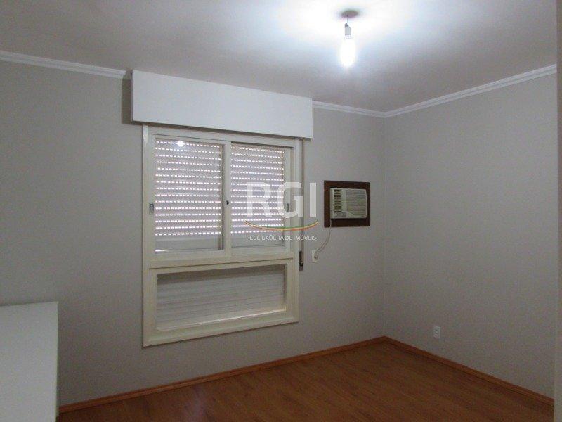 Ótimo apartamento com amplas janelas panorâmicas,  2 dormitórios, 1 banheiro,  dependência com outro banheiro, cozinha semi mobiliada, sala de estar, área de serviço, 2 ar condicionado(1 em cada quarto)