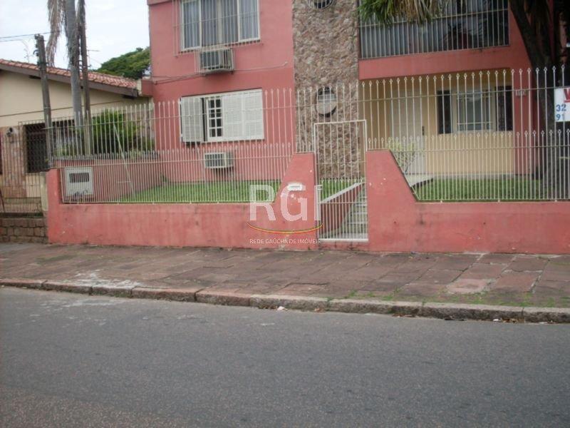 EXCELENTE CASA TIPO APARTAMENTO TERREO COM PÁTIO, DE 3 DORMITÓRIOS, SENDO 1 SUÍTE, AMPLO LIVING PARA 2 AMBIENTES, CHURRASQUEIRA, BANHO AUXILIAR E SOCIAL, COPA/COZINHA MONTADA, DESPENSA, 2 VAGAS DE GARAGEM COBERTAS PARA CARROS PEQUENOS. TERRENO DE ESQUINA, LOCALIZADO A UMA QUADRA DO ZAFFARI CAVALHADA.   * VENDA SOMENTE DA PARTE INFERIOR DO IMÓVEL  - PARA FACILITAR SUA COMPRA, AVALIAMOS SEU IMÓVEL E ESTUDAMOS JUNTO AO PROPRIETÁRIO A POSSIBILIDADE DE ENTRAR COMO PARTE DO PAGAMENTO, BEM COMO, INDICAMOS ALTERNATIVAS DE FINANCIAMENTO QUE PODEM CHEGAR ATÉ 90% DO VALOR TOTAL DO IMÓVEL A SER ADQUIRIDO, CONSULTE-NOS.