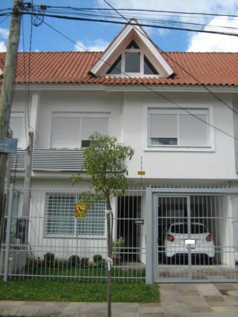 Sobrado de 3 dormitórios em Jardim Planalto, Porto Alegre - RS
