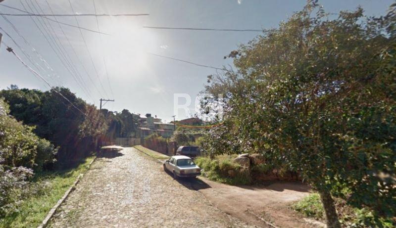 Belo terreno na zona su lde Porto Alegre, com 576m2, sendo 18mX32m.