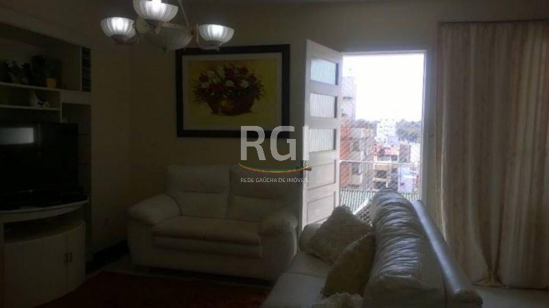 Apartamento 2 dormitórios sendo 1 suíte, dependência de empregada completa, área de serviço separada, living 2 ambientes e sacada. Reformado.